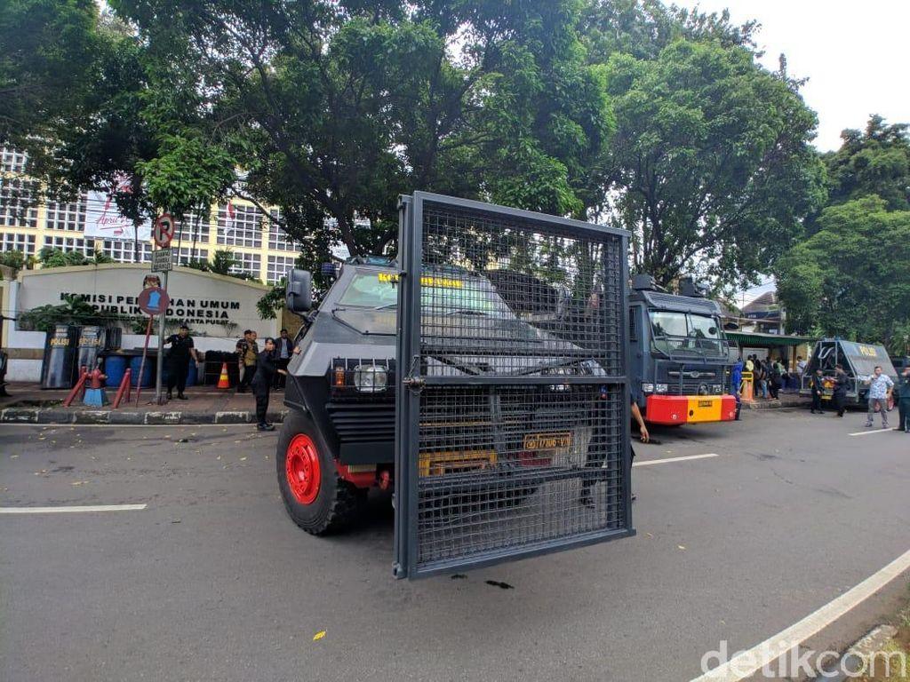 Polisi Kawal Massa Aksi dari Masjid Sekitar Menteng ke Depan KPU