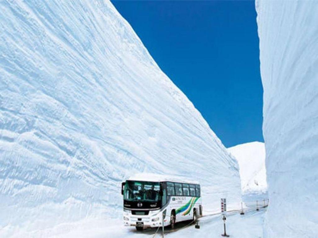 Jalan di Jepang Ini Mirip Tembok Es Game of Thrones
