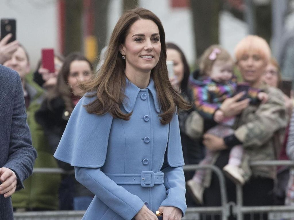 Kunjungi Irlandia, Kate Middleton Stylish Bergaya ala Mary Poppins