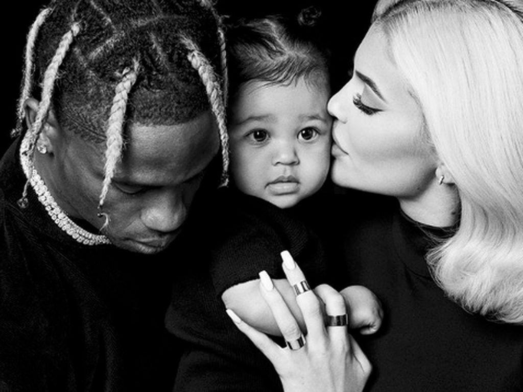 Baru Satu Tahun, Anak Kylie Jenner Udah Doyan Makan Sushi