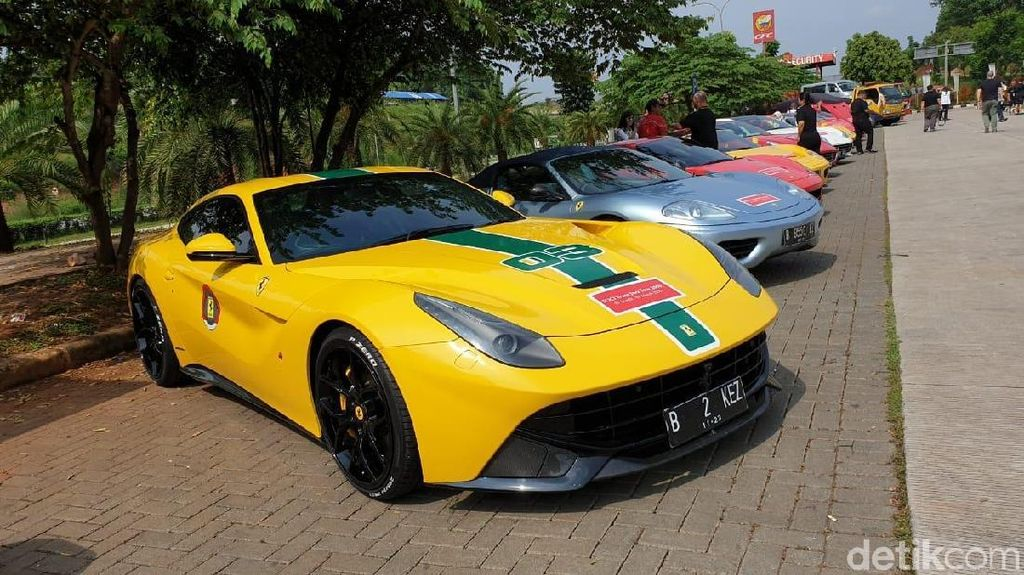 Saat Puluhan Ferrari Uji Jalan Tol Trans Jawa