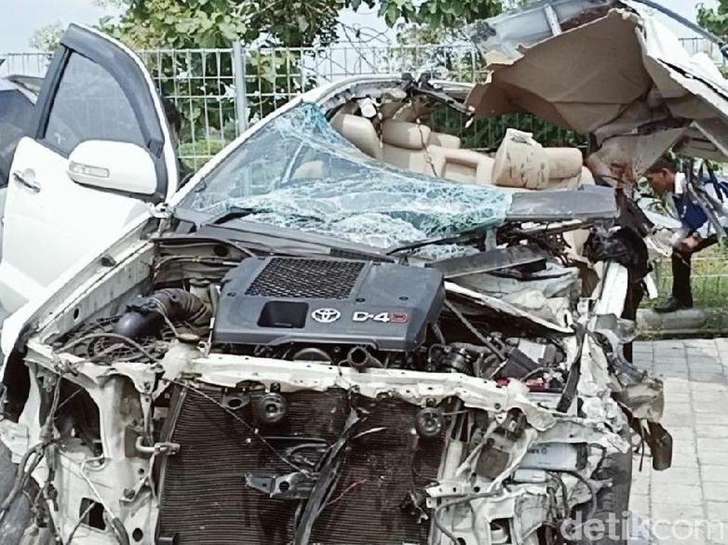 Begini Penampakan SUV yang Tabrakan di Tol Madiun