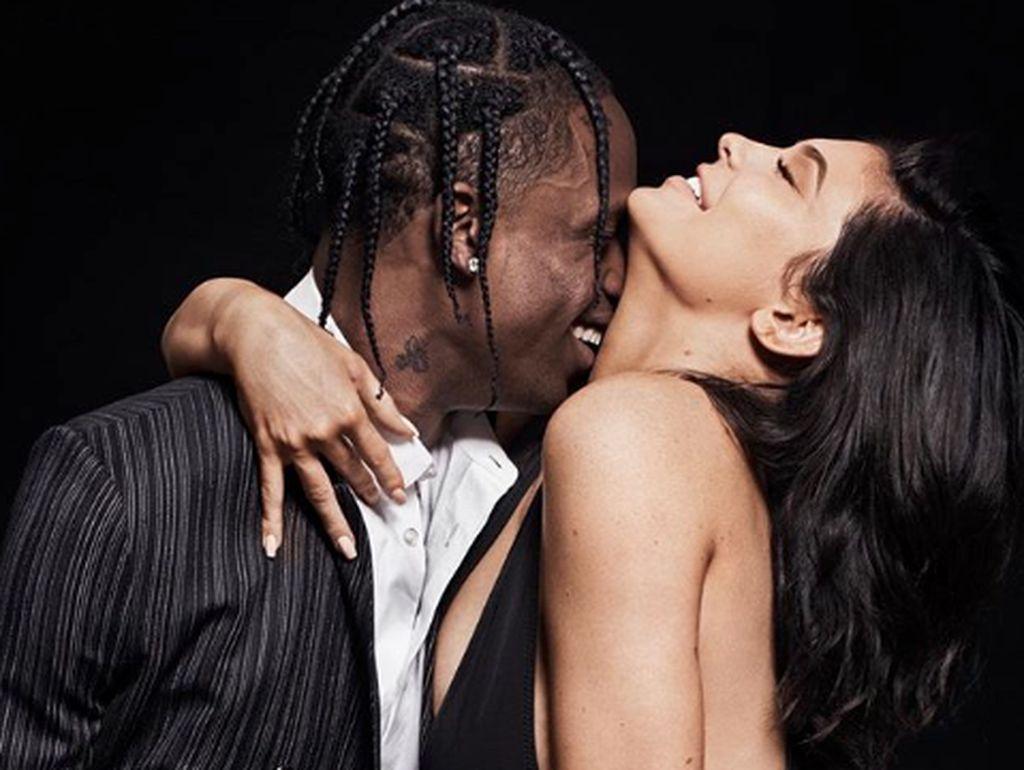 Kylie Jenner Bertengkar dengan Travis karena Rebutan Remote TV