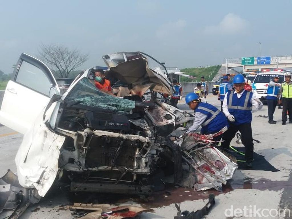 Tragis, Lagi-lagi Kecelakaan Terjadi di Tol Madiun