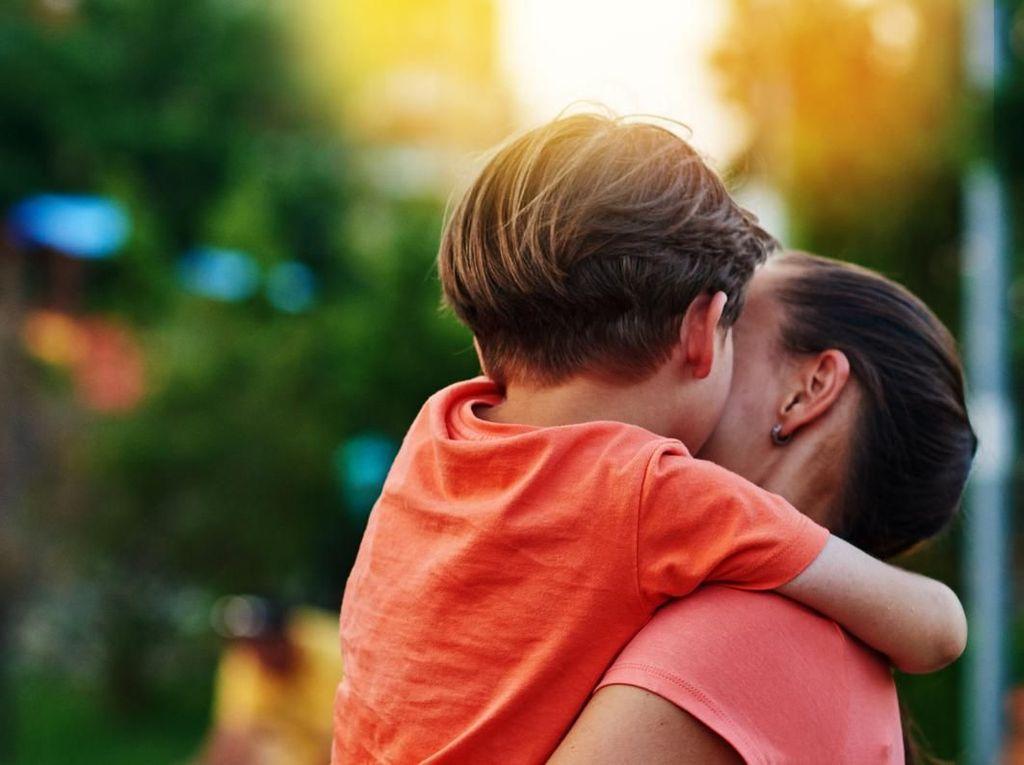 Kisah Ketegaran Bunda yang Anaknya Idap Penyakit Langka