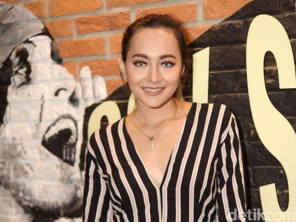 2 Tahun Cerai, Dewi Rezer Ketemu Mantan Suami