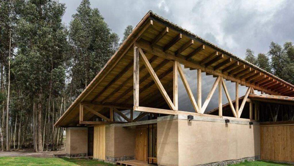 Wah, Rumah Ini Kokoh Meski Dibangun dari Lumpur