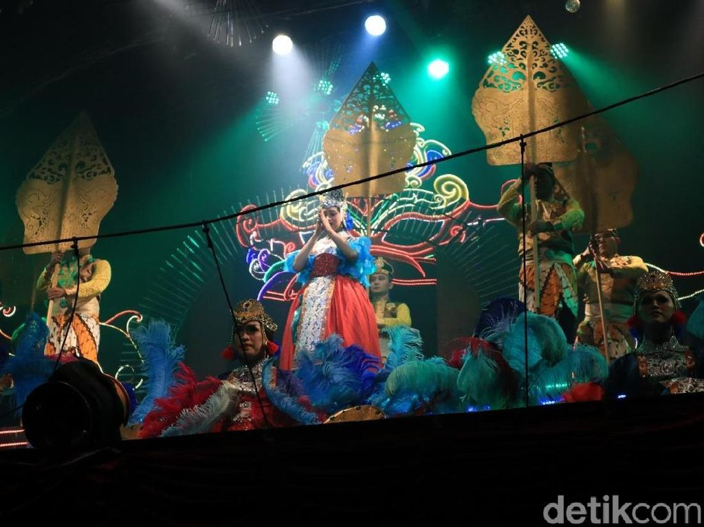 Foto: Pertunjukan Kabaret Ladyboy Ala Kota Gudeg