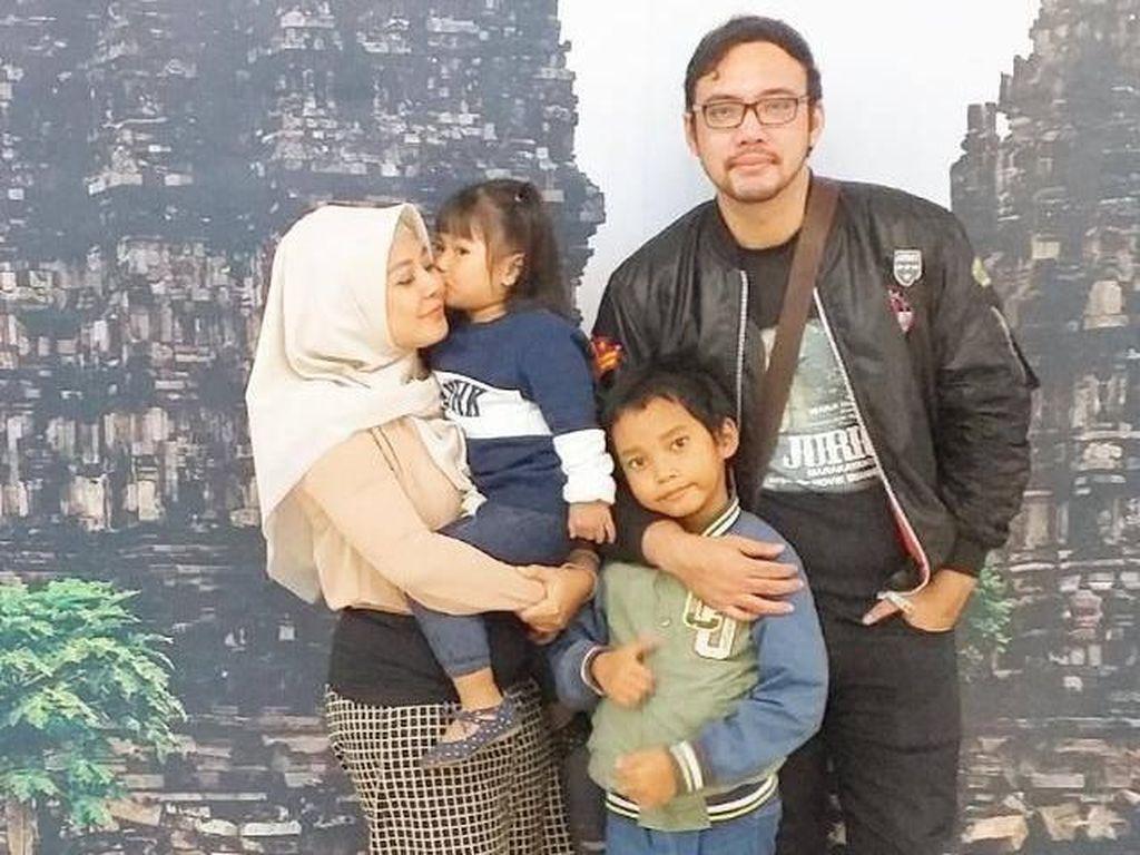 Minta Ditalak, Vivi Paris Kini Sedih Cerai dari Sandy Tumiwa