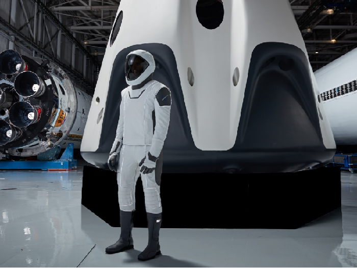 SpaceX send female mannequin to space