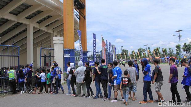 Jelang Kickoff Piala Presiden, Si Jalak Harupat Mulai Dipadati Suporter