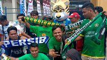 Adu Seru Bobotoh-Kabo Mania di Piala Presiden