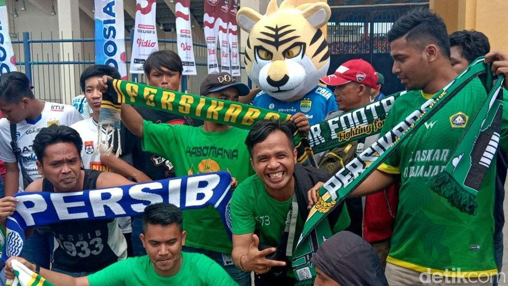 Suporter Ramaikan Stadion Jelang Laga Persib vs Tira Persikabo