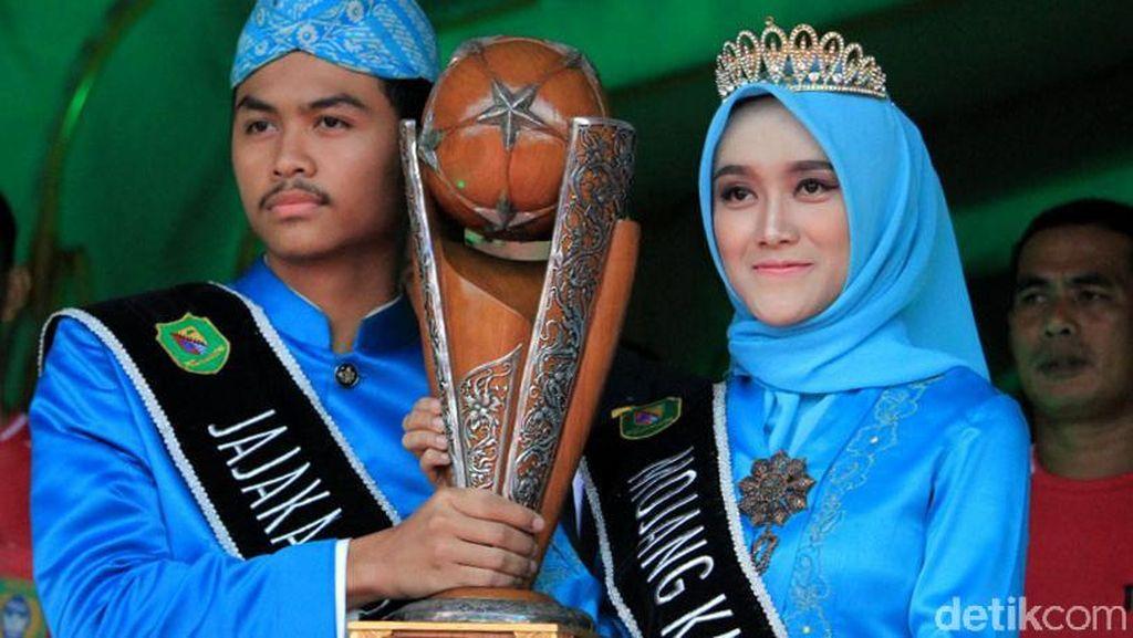 Kenalkan! Neng Geulis Pembawa Trofi Piala Presiden