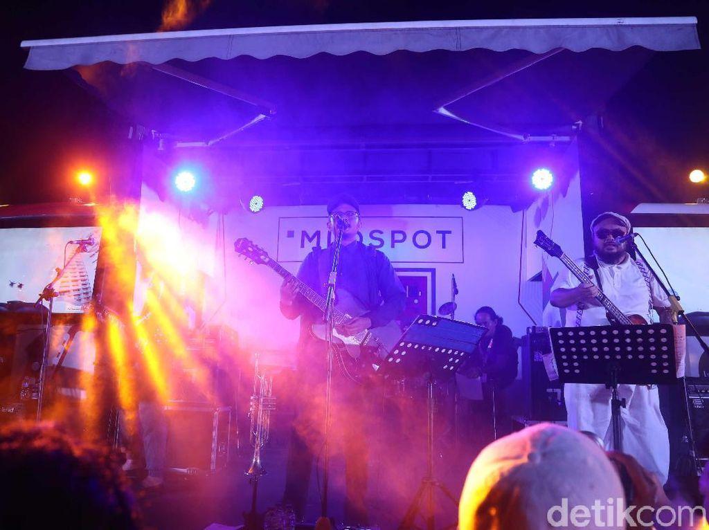 Tampil Tanpa Jarak, Sore Bawakan Lagu Baru di BNI Java Jazz 2019