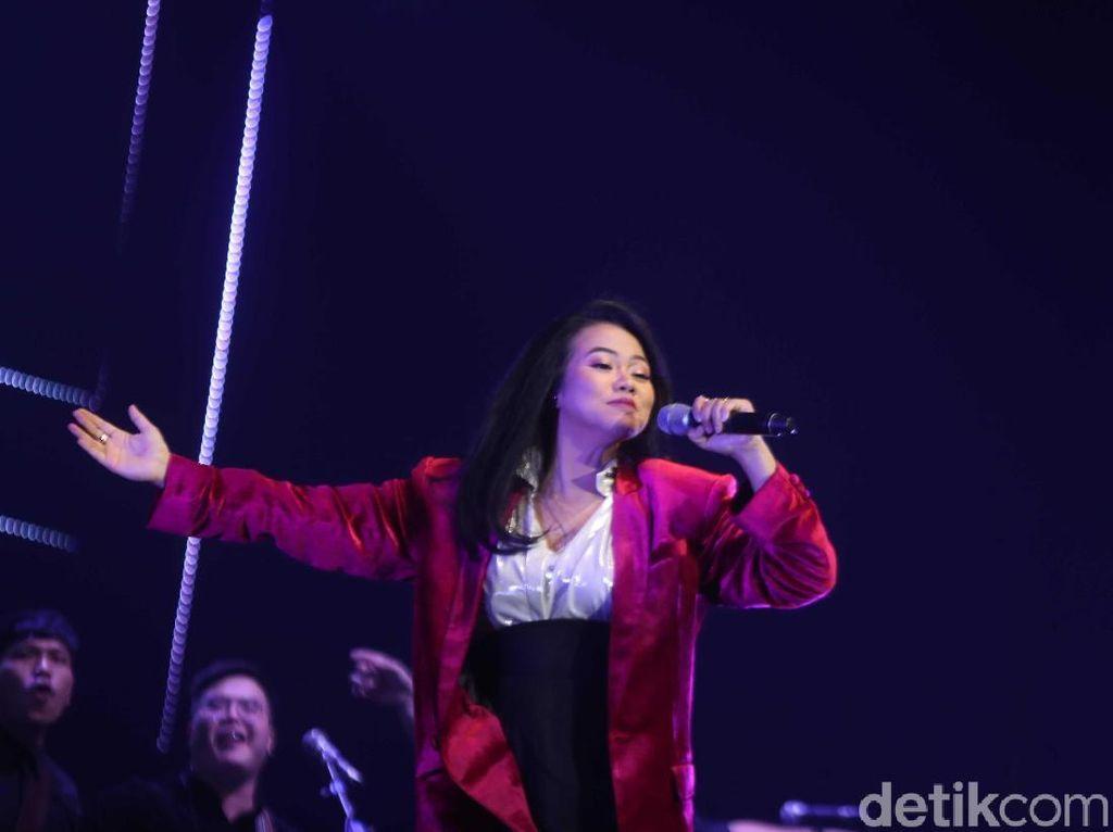 Yura Yunita Kolaborasi dengan Penyanyi Tuna Netra di BNI Java Jazz 2019