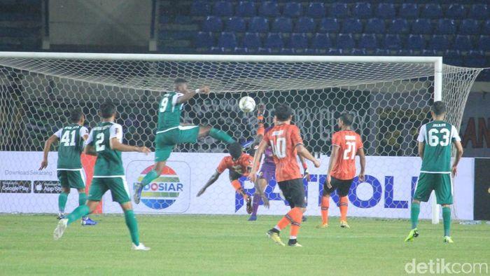 Persebaya Surabaya mengalahkan Perseru Serui 3-2 di Grup A Piala Presiden 2019 di Stadion si Jalak Harupat., Sabtu (2/3) (Wisma Putra/detikSport)