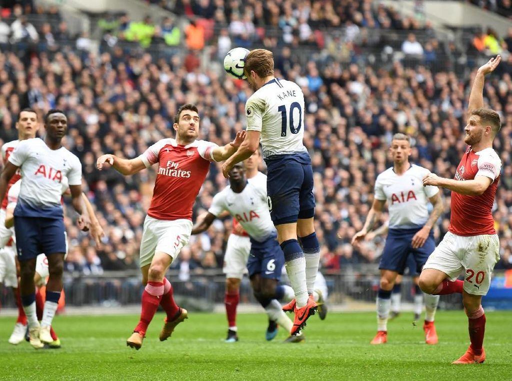Sokratis: Penalti Kane Offside