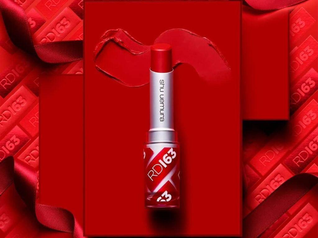 Shu Uemura Rilis Lipstik Merah yang Cocok ke Semua Warna Kulit Wanita Asia