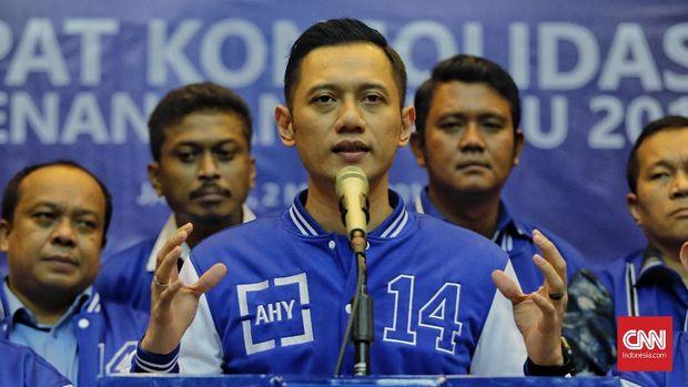 Ketua Komando Tugas Bersama (Kogasma) pemenangan Pemilu Partai Demokrat, Agus Harimurti Yudhoyono (AHY) memberikan keterangan pada media usai memimpin rapat konsolidasi pemenangan pemilu, Jakarta, Sabtu, 2 Maret 2019.