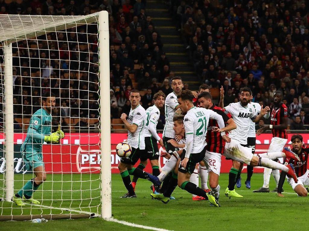Hasil Liga Italia: Kalahkan Sassuolo, Milan Lompati Inter