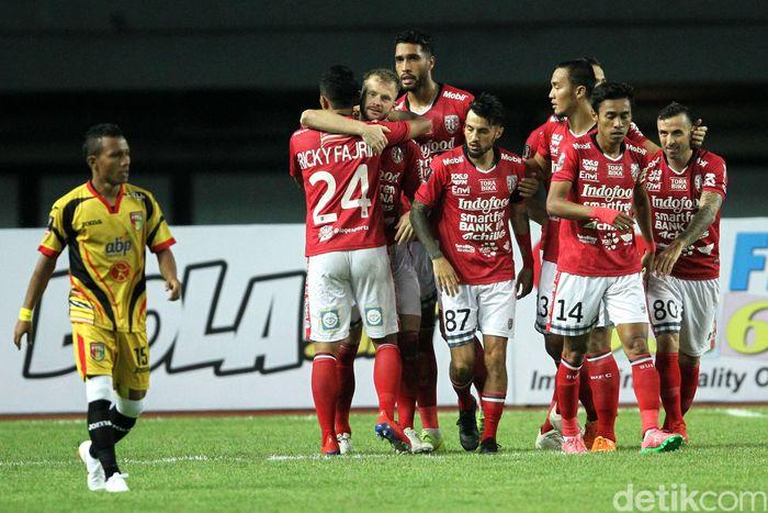 Menghadapi Mitra Kukar di laga perdana Grup B, Serdadu Triadatu menang 3-0.