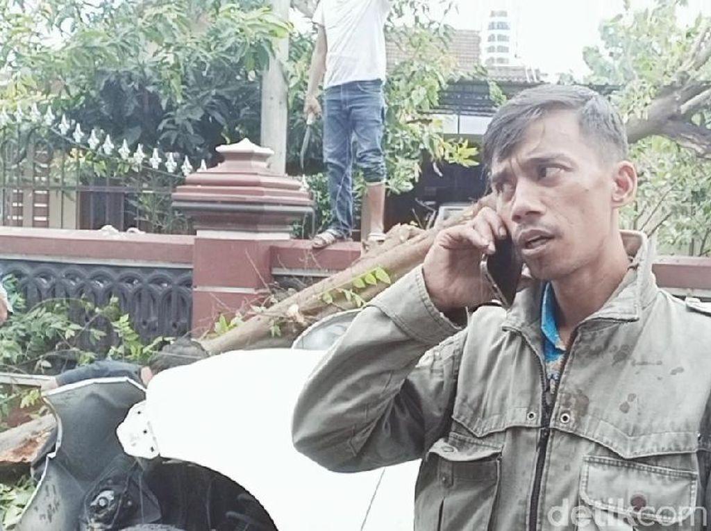 Polisi Tak Bantu Evakuasi MPV yang Tabrak Pohon, Pengemudi Bingung