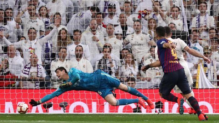 Thibaut Courtois saat Real Madrid ditaklukkan Barcelona 0-1. (Foto: Sergio Perez/Reuters)