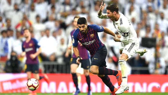 Sergio Ramos mengeluhkan perbedaan waktu istirahat antara Real Madrid dan Barcelona jelang El Clasico (Foto: David Ramos/Getty Images)
