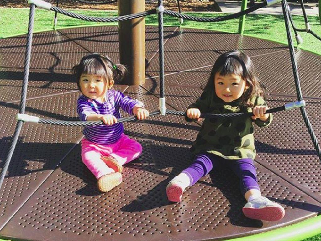 6 Foto Menggemaskan Satsuki dan Miko, Anak-anak Marie Kondo