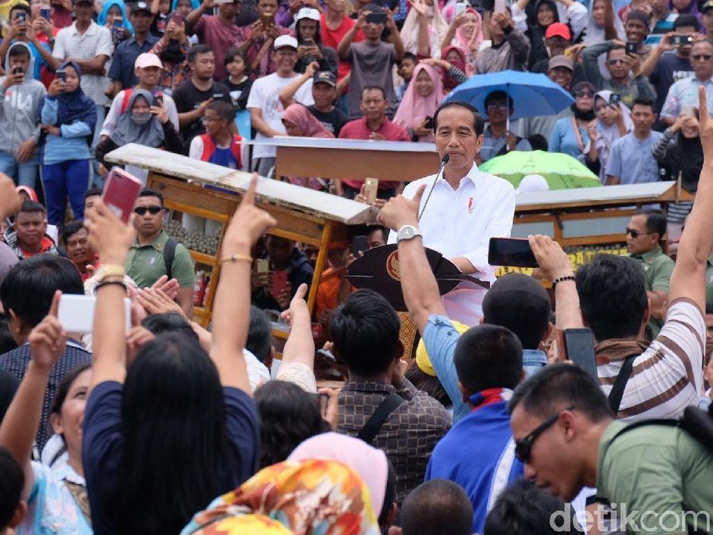 Jokowi Hadiri Pemecahan Rekor MURI Makan Bakso Terbanyak