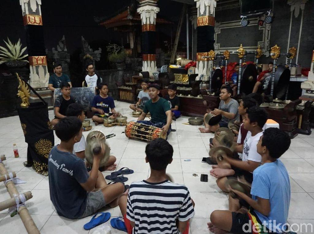 Menengok Latihan Gamelan Jelang Pawai Ogoh-ogoh di Bali