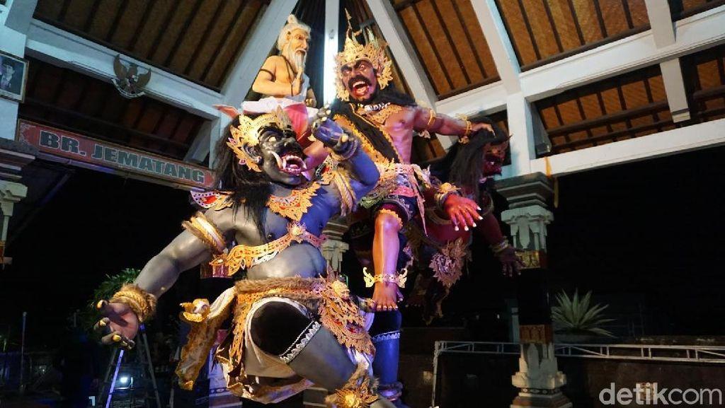 Potret Persiapan Pawai Ogoh-ogoh Modern di Bali