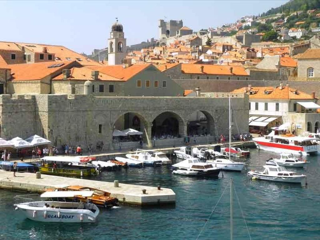 Penampakan Indahnya Pelabuhan Tertua di Dunia