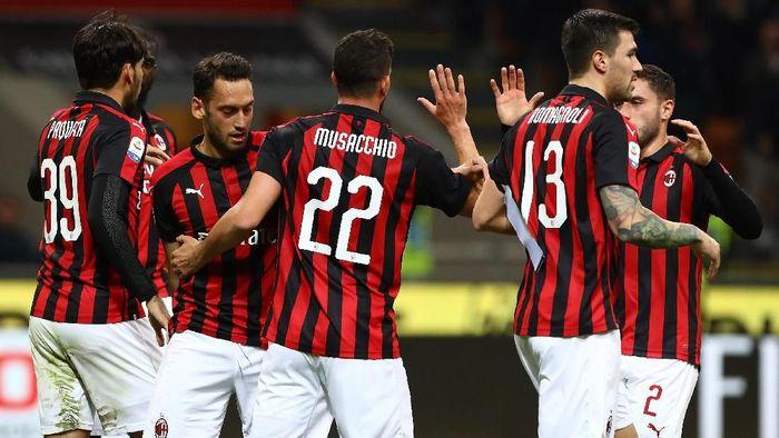 AC Milan bertekad menjauh dari Inter Milan lewat kemenangan di derby Milan (Foto: Marco Luzzani/Getty Images.)