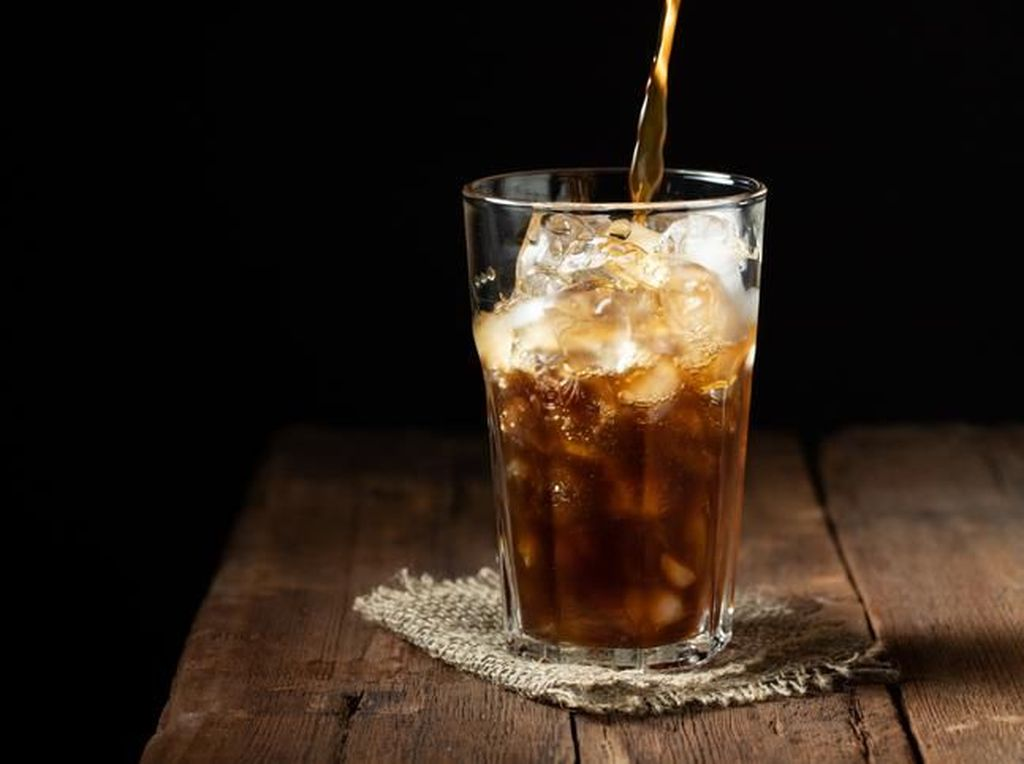 Minum Soda Berlebihan Bisa Sebabkan Kanker Usus Besar