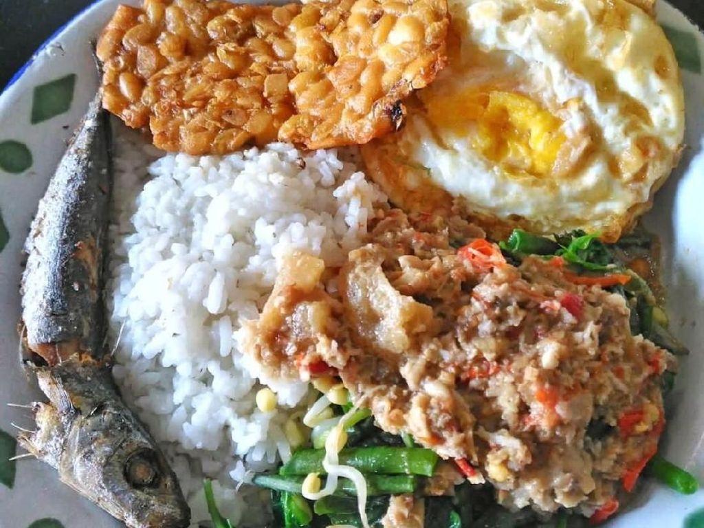Kangen Kampung? Sarapan Saja Nasi Sambal Tumpang yang Sedap Ini!