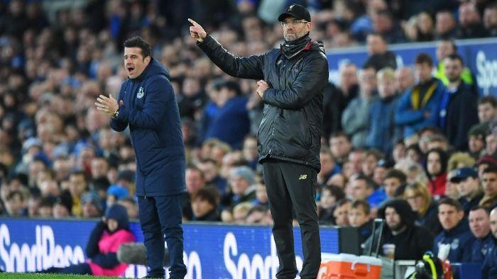 Juergen Klopp menyebut kondisi angin tak banyak membantu Liverpool meraih kemenangan (Shaun Botterill/Getty Images)