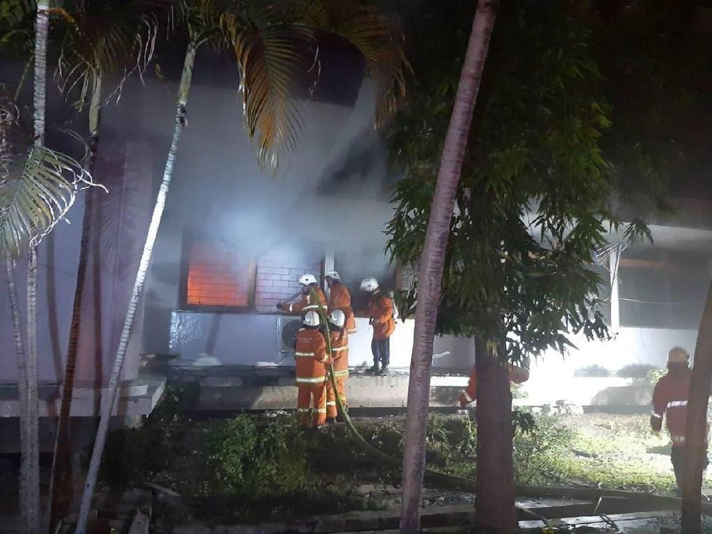 Ruang Administrasi Fakultas Kesehatan Masyarakat Unair Terbakar