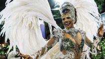 Pesona Para Gadis Penari Samba di Karnaval Brasil