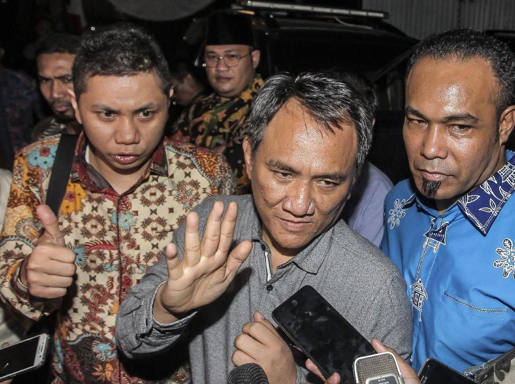 Andi Arief Mencuit, Polri: Mungkin Pengacara Kasih Handphone