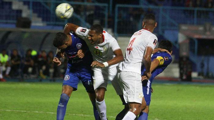 Arema FC menang 3-2 atas Barito Putera di laga perdana Grup E Piala Presiden 2019 di Stadion Kanjuruhan, Malang, Senin (4/3/2019). (Foto: Ari Bowo Sucipto/ANTARA FOTO)
