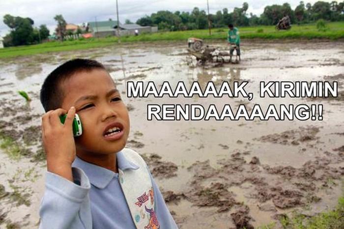 Fix! Meme yang satu ini khusus untuk pencinta rendang. Saat lapar melanda paling pas melahap minta rendang kiriman emak. Foto: Istimewa