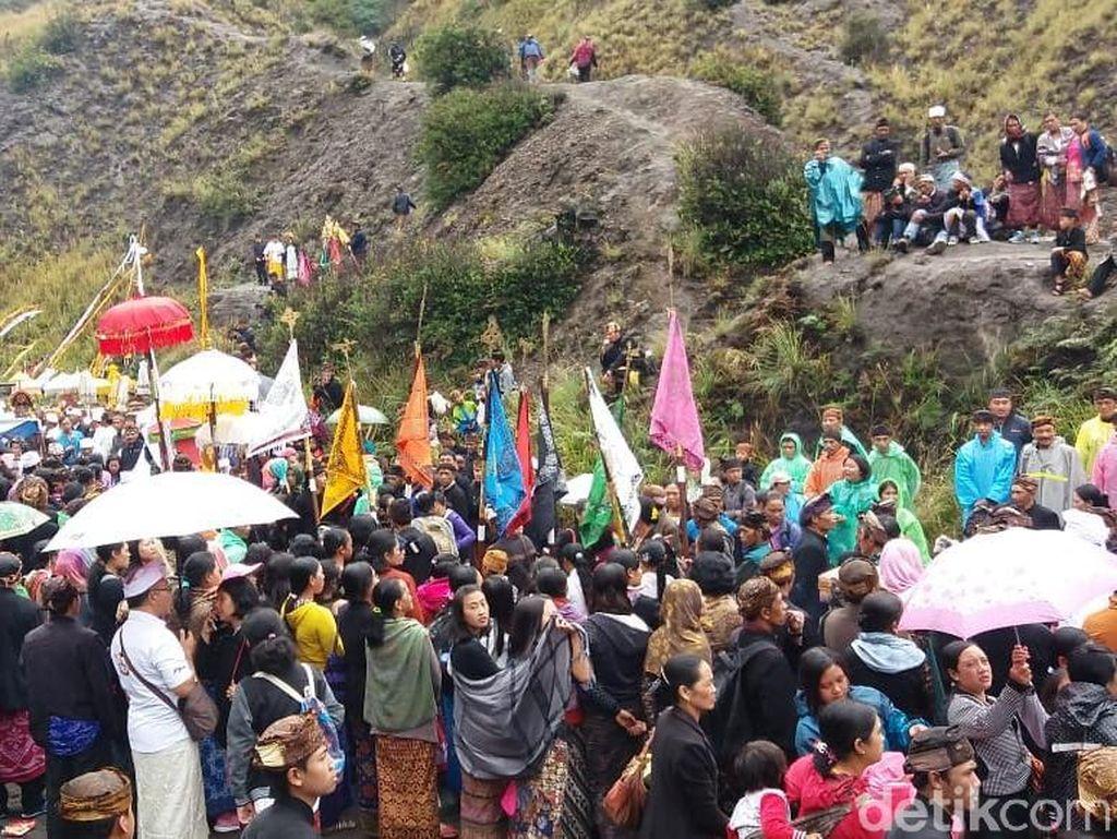 Foto: Persiapan Nyepi Umat Hindu Tengger di Bromo