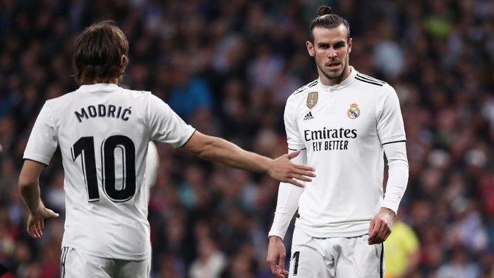 Gareth Bale (kanan) di pertandingan Real Madrid vs Barcelona di Santiago Bernabeu, Minggu (3/3/2019) dini hari WIB. (Foto: Sergio Perez/Reuters)