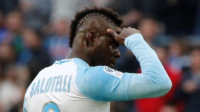 Mario Balotelli merayakan gol di Instagram Stories (REUTERS/Jean-Paul Pelissier)