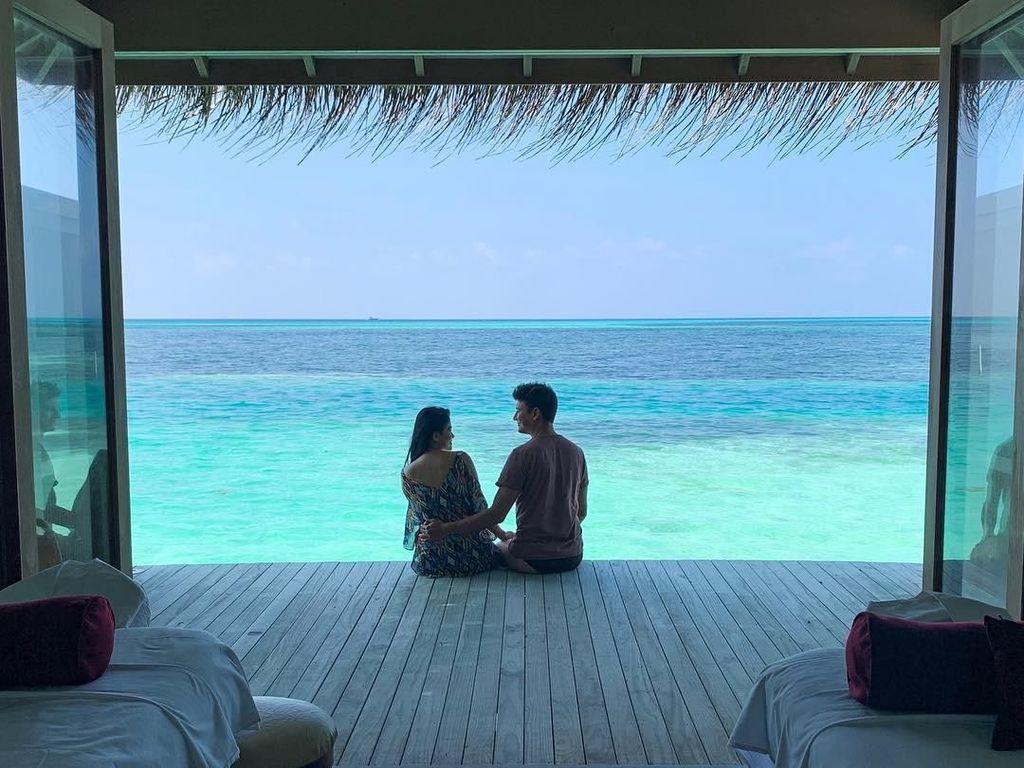 Liburan Romantis Titi Kamal dan Christian Sugiono di Maldives