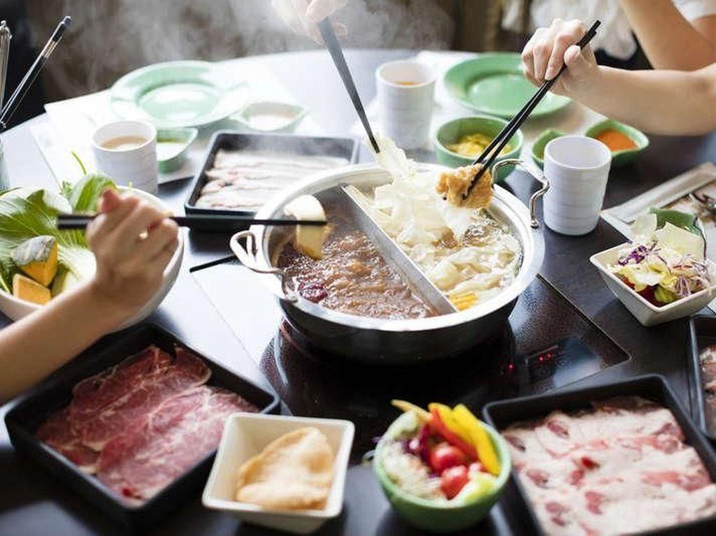 Selain Makan, Pengunjung Jomblo di Restoran Hot Pot Ini Bisa Kencan Dadakan
