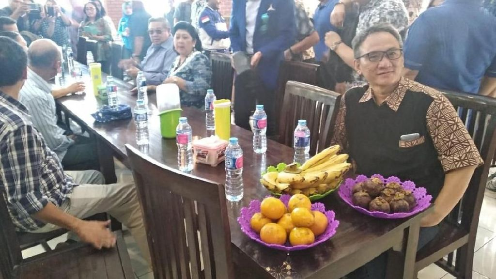 Sebelum Terjerat Kasus Narkoba, Ini Pose Kulineran Andi Arief Bersama SBY hingga Khofifah
