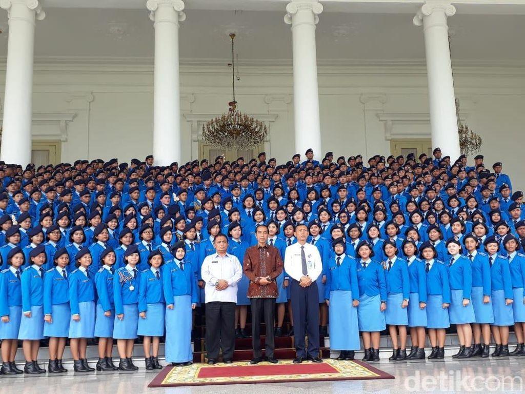 Bertemu Pelajar Taruna Nusantara, Jokowi Minta Luruskan Hoax di Medsos